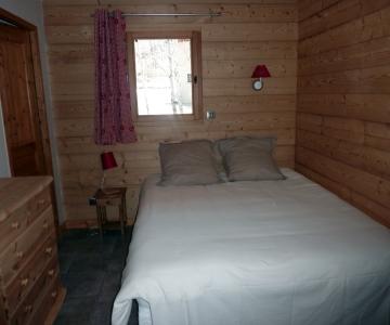 Chambre avec lambris mélèze