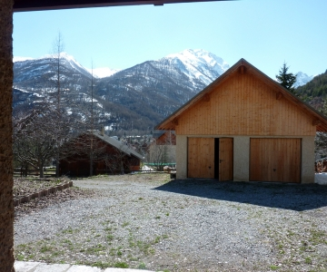 Le garage avant la rénovation par Alp Ecrins Construction