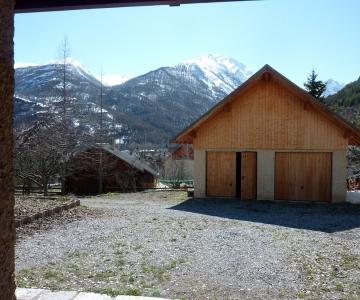 Le garage avant la rénovation par Alp Ecrins Construction