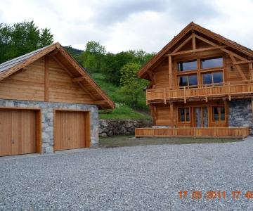 Garages en ossature bois et pierre de pays