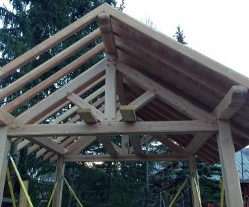 Construction d'un mazot en mélèze - pose du bardage