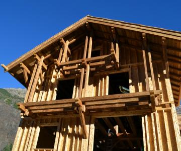 Vue d'ensemble de l'ossature bois, et balcons sur pendillards