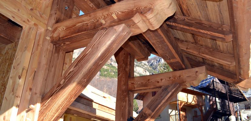 Chalet ossature bois : charpente mélèze vapo-traité
