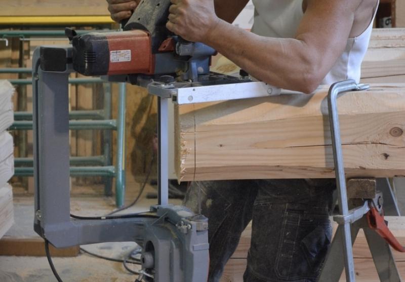 Atelier Alp'Ecrins Construction à Vallouise, Hautes-Alpes : taille de charpente