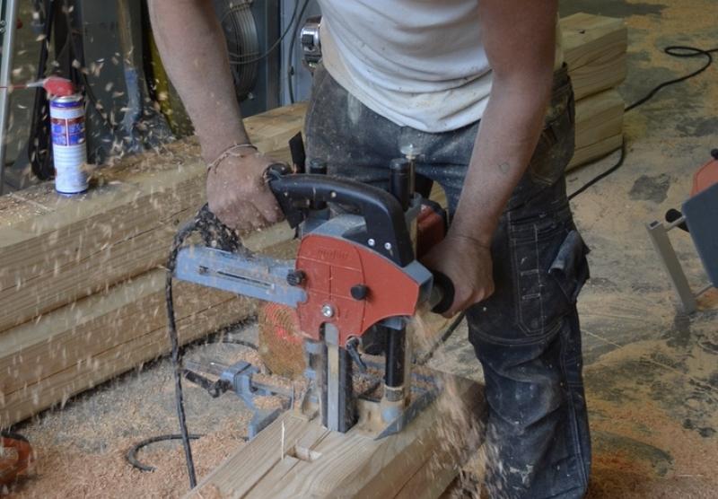 Atelier Alp'Ecrins Construction, Hautes-Alpes : la mortaiseuse