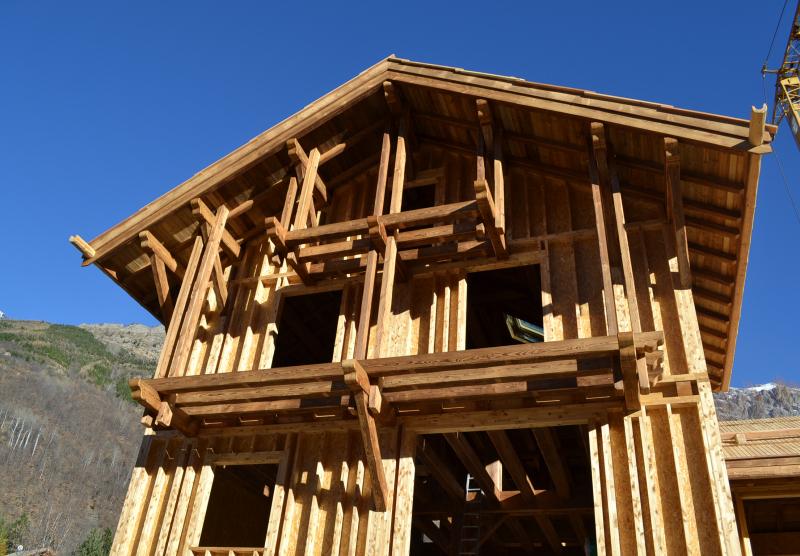 vue d'ensemble de l'ossature bois et balcons sur pendillards