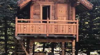 Cabane en vieux bois pour les enfants