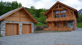 Façades RDC en pierre apparente du garage ossature bois