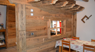 Cloison en poteau poutre vieux bois