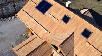 Bardeaux de mélèze avec intégration de panneaux solaires
