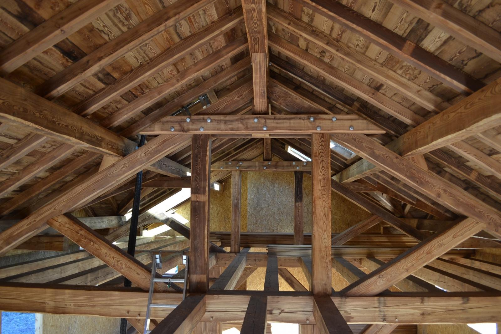 Charpente bois et couverture de toit hautes alpes alp for La charpente en bois