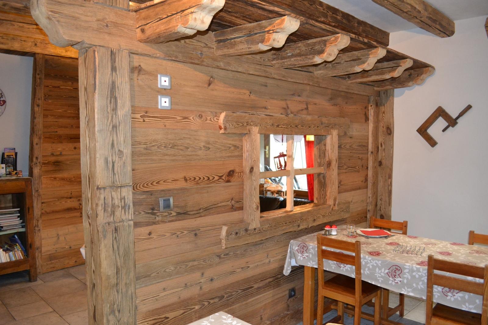 Le vieux bois : un matériau noble et chaleureux   Alp\'Ecrins ...