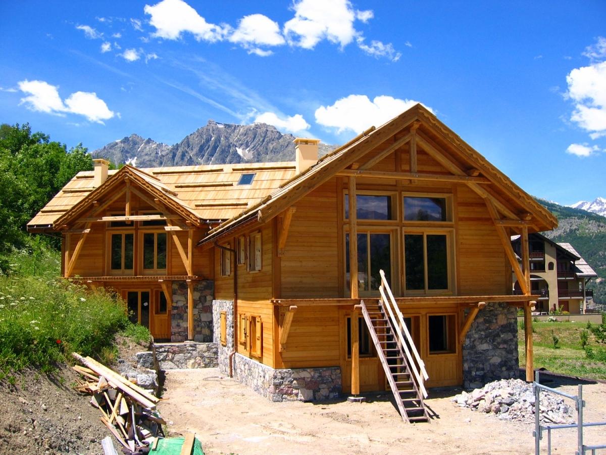 Chalet ossature bois puy st vincent hautes alpes alp 39 ecrins construction for Construction en bois 6 etages