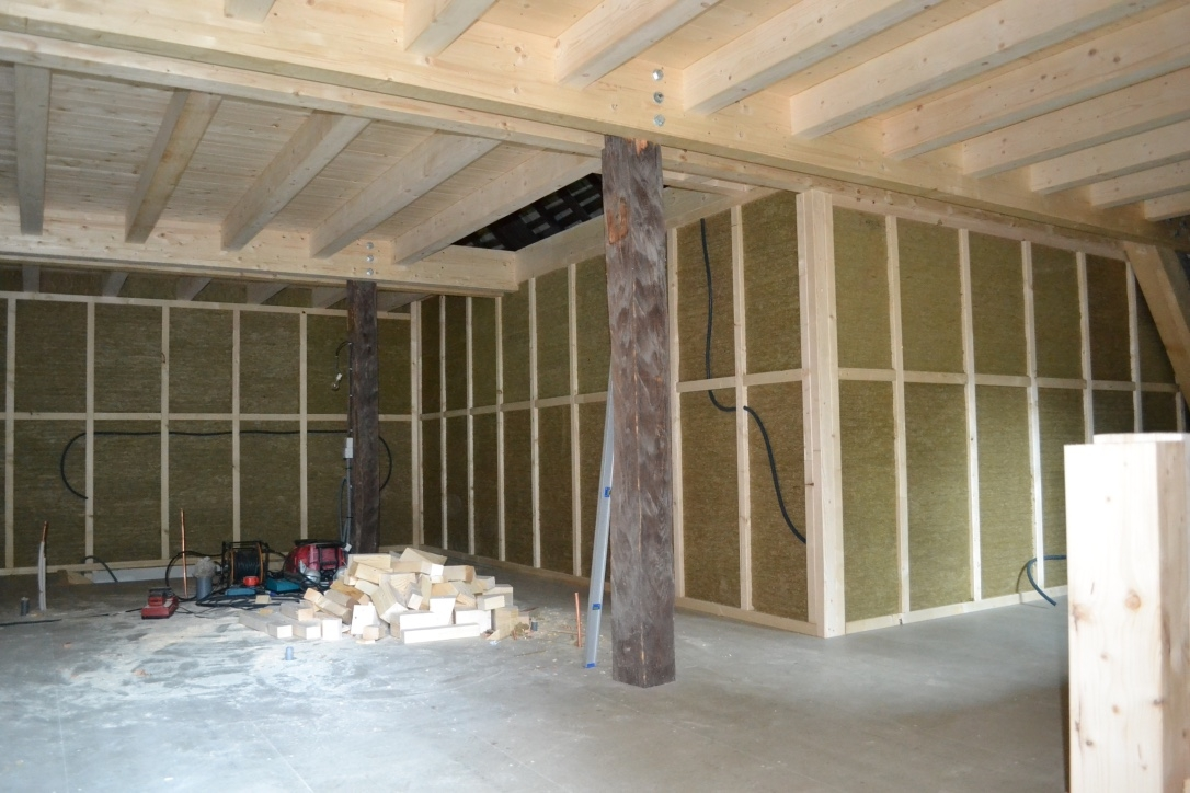 transformation d 39 une grange en appartements vallouise. Black Bedroom Furniture Sets. Home Design Ideas