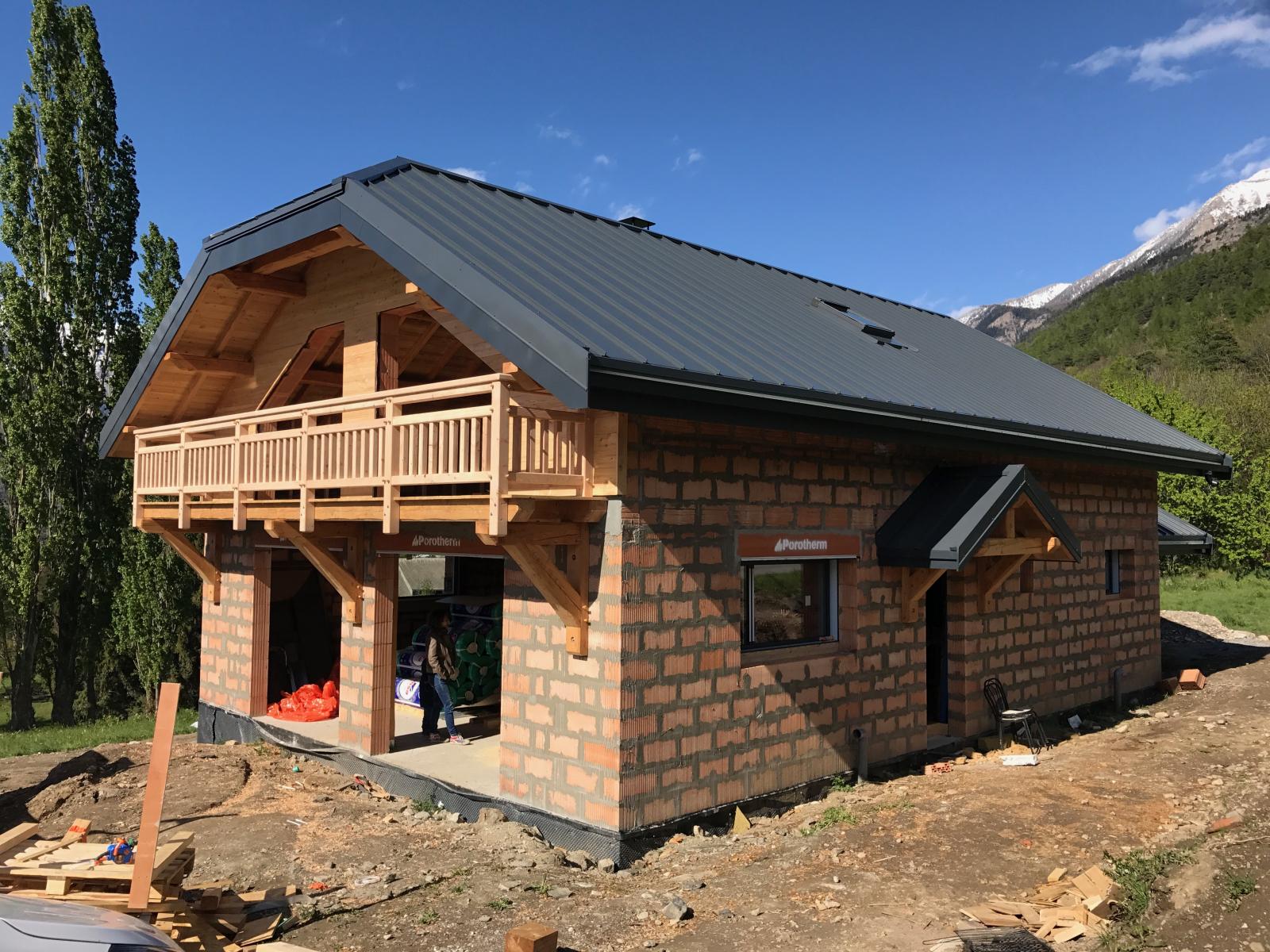charpente et couverture d 39 une maison individuelle st andr d 39 embrun alp 39 ecrins construction. Black Bedroom Furniture Sets. Home Design Ideas