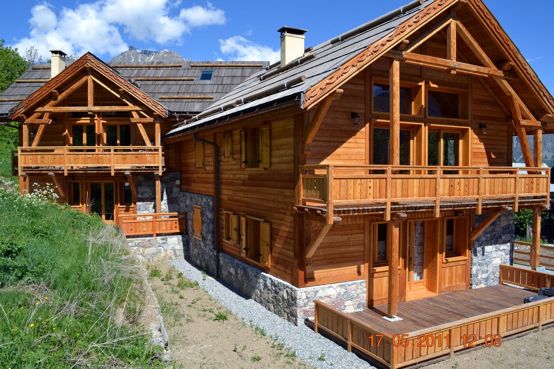 chalets et maisons ossature bois grand standing hautes alpes alp 39 ecrins construction. Black Bedroom Furniture Sets. Home Design Ideas